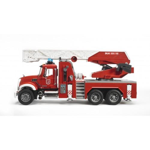 Пожарная машина MACK с выдвижной лестницей и помпой с модулем со световыми и звуковыми эффектами Bruder 02-821