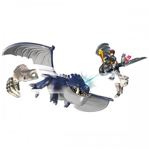 Беззубик и Иккинг против дракона в доспехах Spin Master